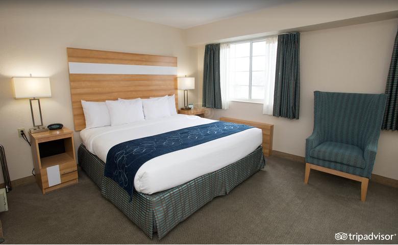comfort-suites-room